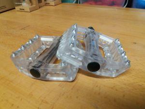 Kunststof pedalen met metalen puntjes
